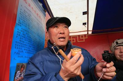 北京地坛庙会上传来鸽哨声