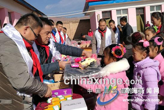 爱心彰显养鸽人的情怀:记西宁市青藏阳光志愿者团队